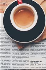 Uma xícara de café, livro, palavras