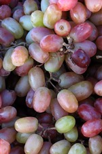 Preview iPhone wallpaper Seedless red grapes