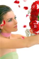 Garota de olhos verdes, cabelos castanhos, rosas vermelhas