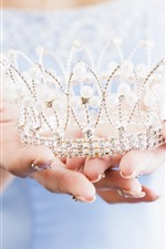 Preview iPhone wallpaper Princess crown, hands