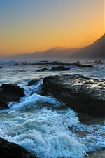 Vorschau des iPhone Hintergrundbilder Meer, Felsen, Welle, Schaum, Berge, Dämmerung