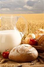 Pão, leite, tomate, campo de trigo