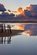 フェンス、海岸、海、厚い雲、日没