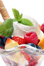Sorvete, copo de vidro, frutas, fundo branco
