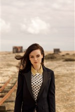 Preview iPhone wallpaper Amy Macdonald 05