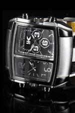 Relógios duplos, fundo preto