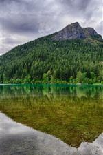 預覽iPhone桌布 山,樹,綠色,湖泊,水反射,雲