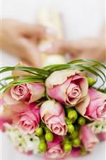 Rosas cor de rosa, buquê, mãos, noiva