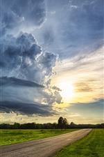 iPhone обои Сельская местность, дорога, зеленые поля, деревья, облака, закат