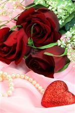 Rosas vermelhas, buquê, corações de amor, joias