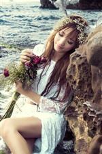 Mar, costa, rocha, menina, saia branca, rosas