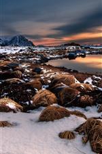 iPhone обои Снег, сено, пруд, горы, закат, зима