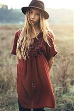 Menina loira, olhar, chapéu, grama, verão
