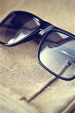 iPhone壁紙のプレビュー メガネ、バッグ、光の反射