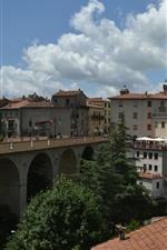 iPhone обои Италия, Тоскана, мост, дома, деревья, деревня