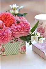 Rosas cor-de-rosa, presente, copo