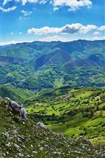 iPhone обои Испания, облака, горы, долина, деревья, поля, зеленые