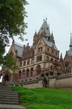 Замок дракона, зеленая трава, лестница, Германия