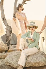 iPhone壁紙のプレビュー 4つのファッションの女の子、スカート、岩、日差し