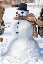 iPhone обои Дети играют снеговика, зима