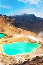 iPhone обои Изумрудное озеро, горы, природный пейзаж