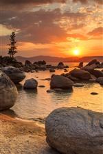 Aperçu iPhone fond d'écranLac, pierres, coucher de soleil, montagnes, arbres