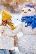 iPhone обои Милая маленькая девочка и снеговик, зима, толстый снег