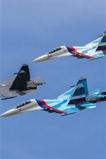 SU-27 lutadores, quatro aviões, vôo, céu