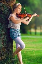 Menina, violino, música, grama, árvore