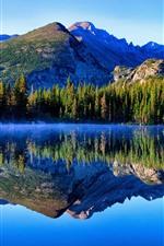 iPhone обои Гора, озеро, деревья, отражение воды, туман