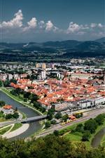 Vorschau des iPhone Hintergrundbilder Celje, Slowenien, Berge, Stadt, Straße, Häuser, Fluss, Brücke