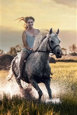 Menina passeio cavalo, feliz, grama, respingo de água
