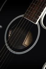 Fotografia de macro de guitarra, tema de música, fundo preto