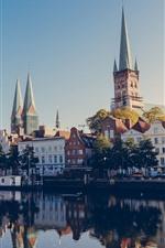 iPhone обои Любек, Германия, город, дома, река, лодки