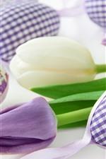预览iPhone壁纸 紫色和白色郁金香,复活节彩蛋