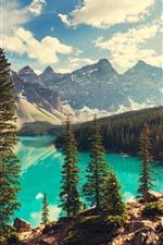 iPhone обои Национальный парк Банф, озеро, деревья, горы, солнечные лучи, Канада
