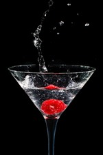 Copo de vidro, framboesa, respingo de água, fundo preto