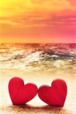 Dois corações de amor vermelho, praia, mar, sol