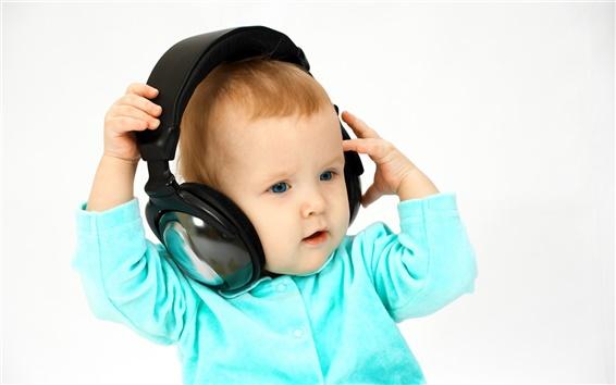 Wallpaper Baby listen to music