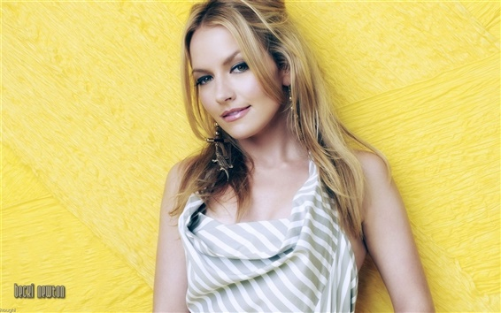Wallpaper Becki Newton 01