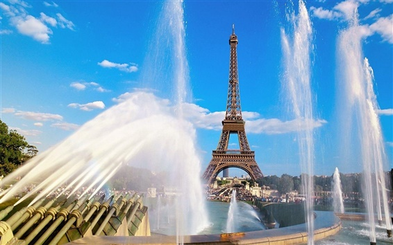 Wallpaper Fountains and the Eiffel Tower in Paris