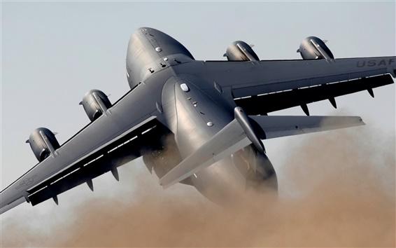Обои Тяжелый военно-транспортный самолет
