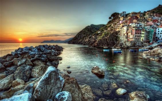 Wallpaper Coastal town built on the cliffs