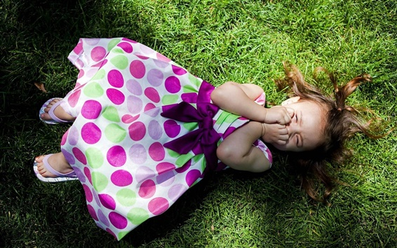 Wallpaper Lying on the grass of the cute little girl