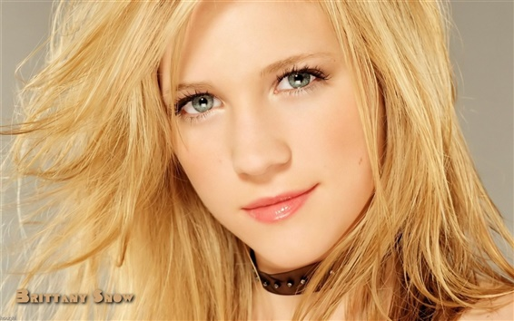 Wallpaper Brittany Snow 02