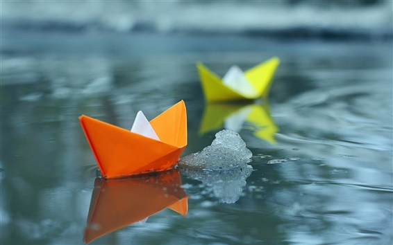 Wallpaper Small paper boats in water