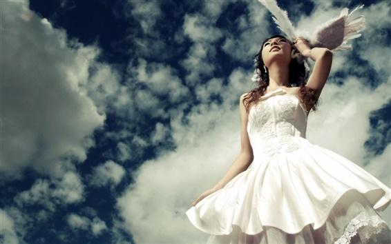 Papéis de Parede Menina vestido branco sob o céu azul