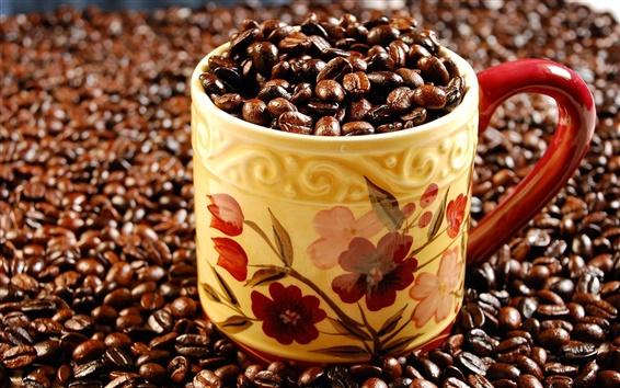 Fond d'écran Une tasse de plein de grains de café