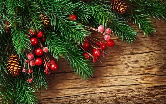 Обои Сосна новогодние ветви и красные декоративные шары