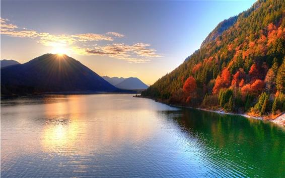 Обои Озеро красотой осеннего сезона